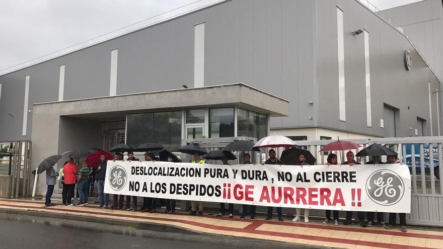 Trabajadores de General Electric se concentran en la planta de Ortuella ante la llegada de directivos europeos