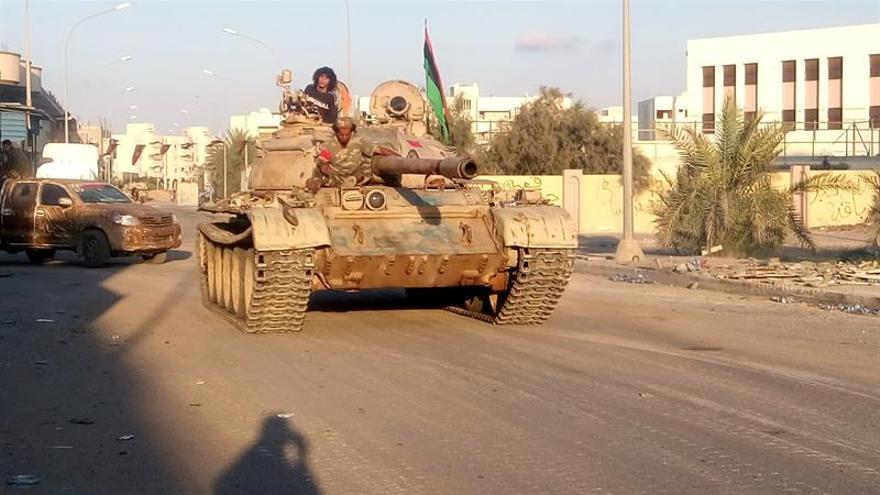 Muertos 5 soldados libios y 18 heridos en intensos combates en Sirte