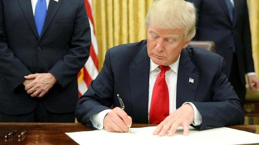 Donald Trump Donald Trump firmó una orden ejecutiva para construir un muro en la frontera de México