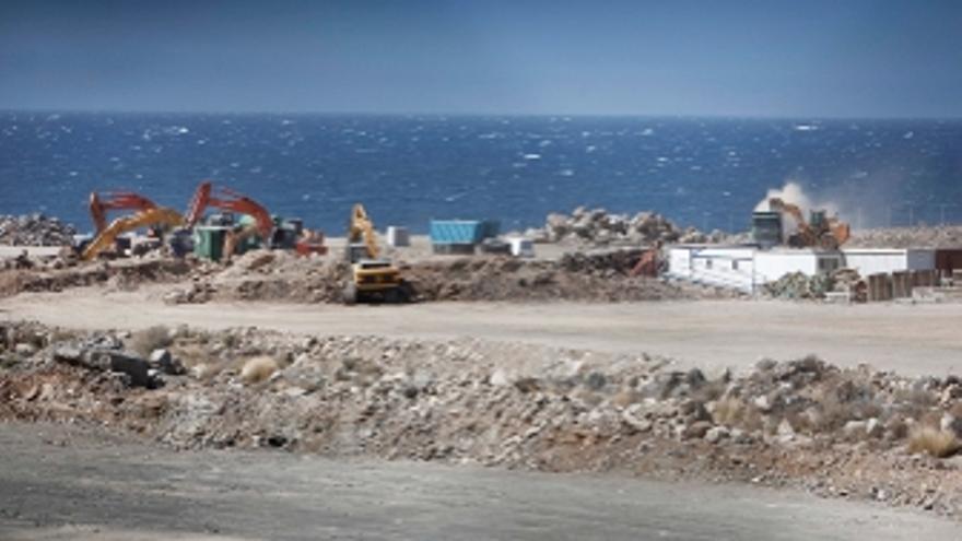 Imagen de las obras en el puerto de Granadilla. (GREENPEACE)