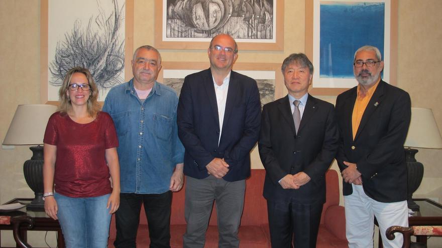De izquierda a derecha: Susana Machín, Carlos Vales, Anselmo Pestana, Han Qunli y Antonio San Blas.