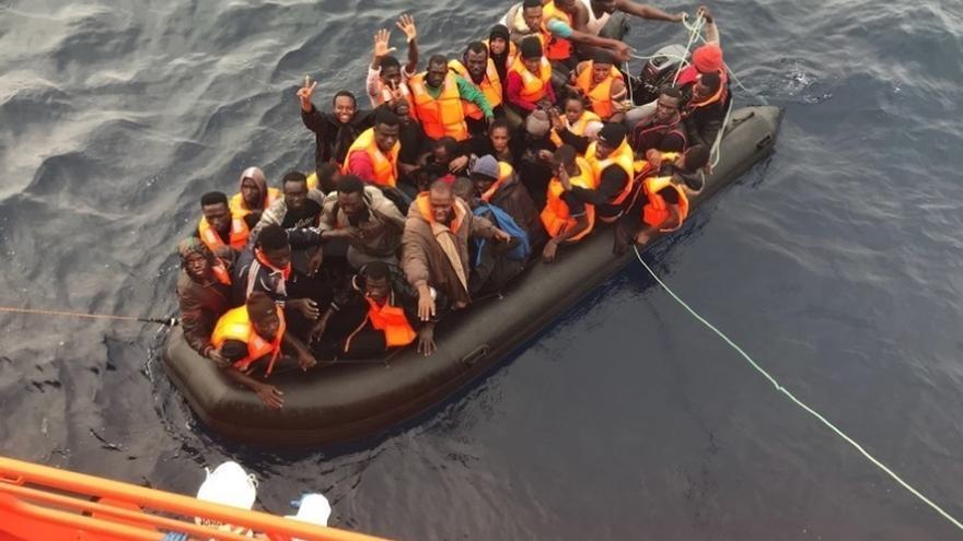 Trasladadas a las costas andaluzas casi 300 personas rescatadas de al menos diez pateras desde el viernes