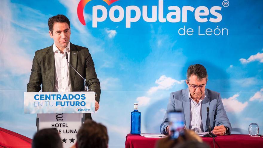 El secretario general del PP, Teodoro García Egea, junto al presidente del PP de León, Juan Martínez Majo.