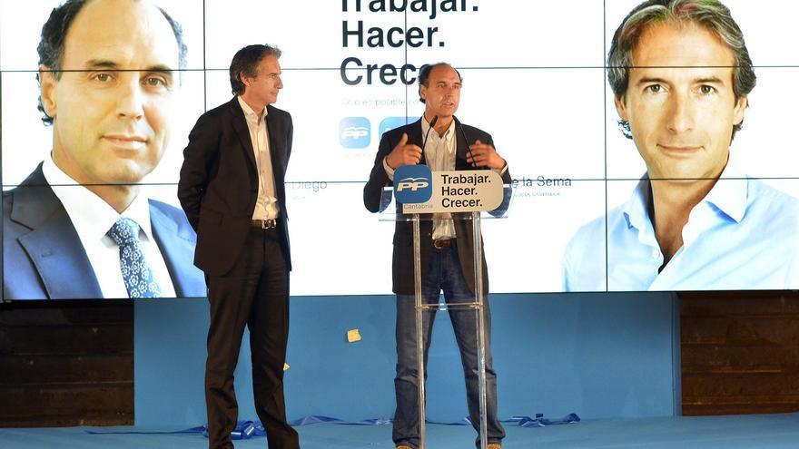 Íñigo de la Serna e Ignacio Diego protagonizaron la pegada de cartel 'virtual' del Partido Popular del Cantabria.