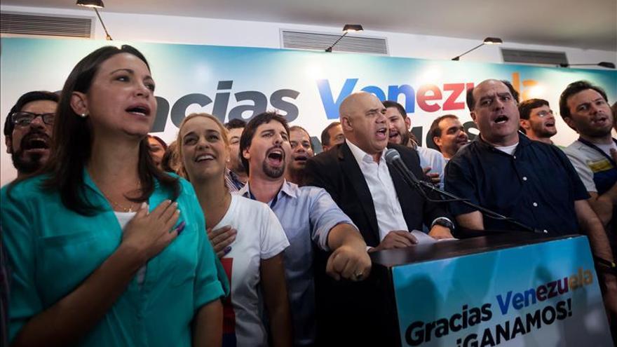 La oposición venezolana embriagada por el triunfo y el chavismo continúa agenda
