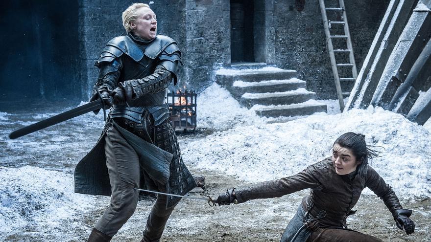 Arya y Brienne de Tarth en el mejor combate amistoso