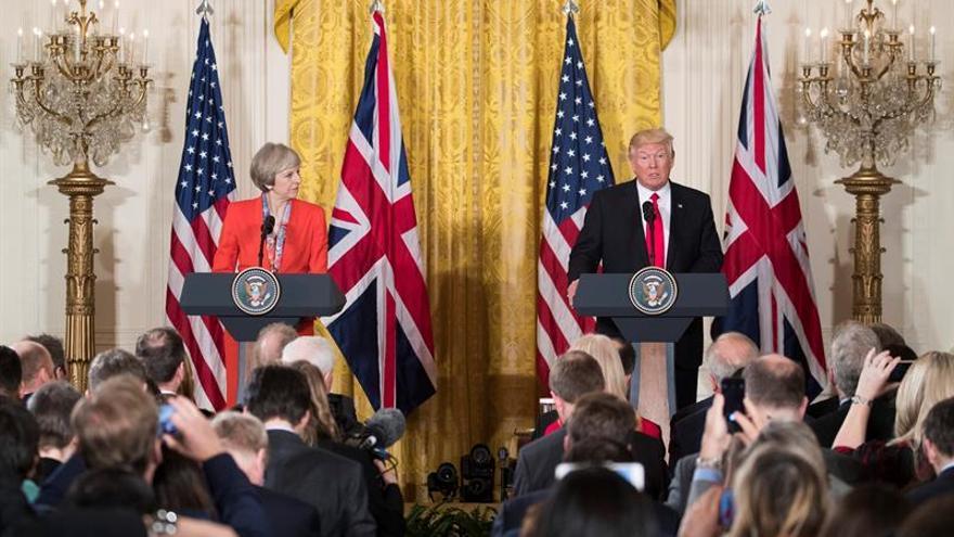 May y Trump coinciden en mantener las sanciones contra Rusia