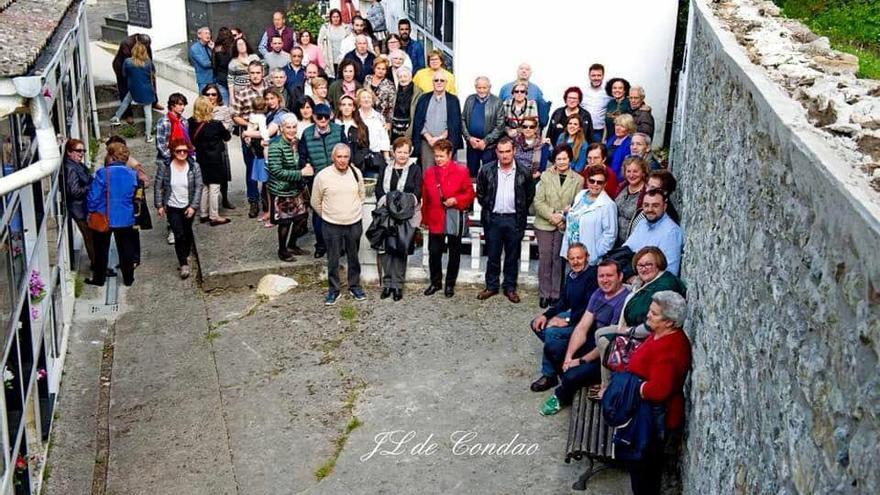 Homenaje en la fosa común de Tiraña (Asturias). | JL DE CONDAO