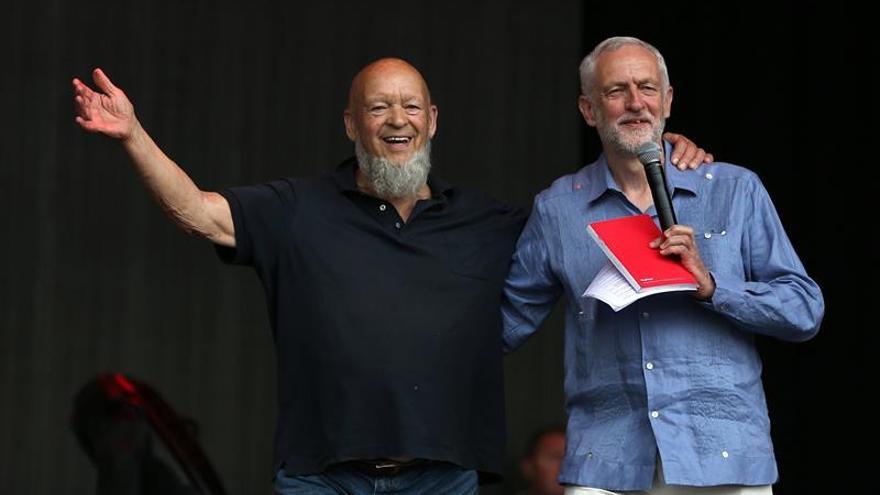 El laborista Jeremy Corbyn pide justicia y paz en un discurso en Glastonbury