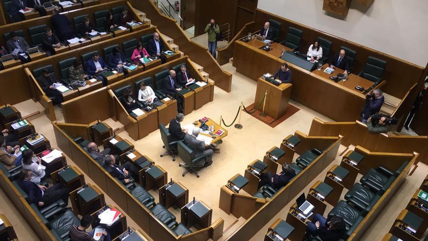 Imagen del Parlamento vasco durante la apertura de la sesión sin las representantes de EH Bildu, Elkarrekin Podemos y PSE-EE