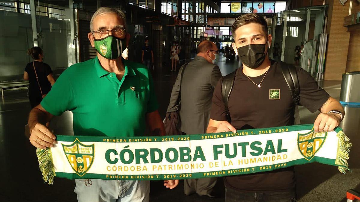 Álex Viana a su llegada a Córdoba.