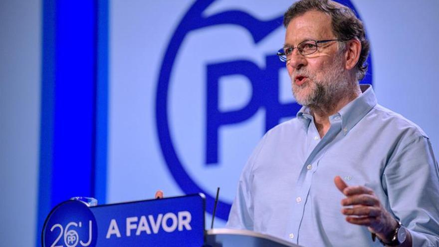 Rajoy dice que desconocía hasta ayer conversación entre Fernández y jefe OAC