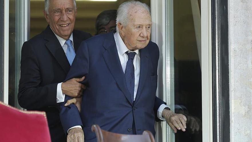 El expresidente de Portugal Mário Soares, ingresado en un hospital de Lisboa