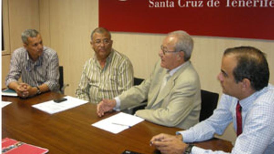 Reunión en la Cámara de Comercio, Industria y Navegación de Santa Cruz de Tenerife. (ACFI PRESS)