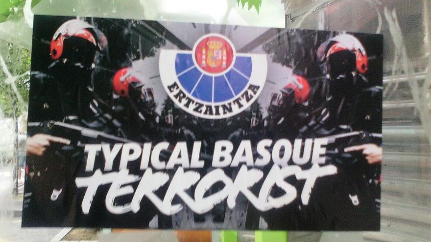 Una de las pancartas contra la Ertzaintza
