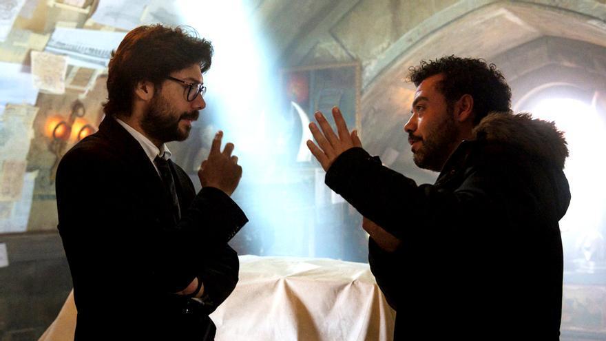 Álvaro Morte y Jesús Colmenar en el rodaje de 'La casa de papel'