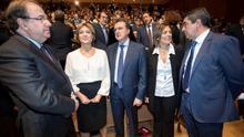 De izquierda a derecha, Juan Vicente Herrera, la exministra Isabel García Tejerina, el empresario José Luis Ulibarri y Milagros Marcos, consejera de agricultura y portavoz de la junta, en un acto público en Castilla y León.