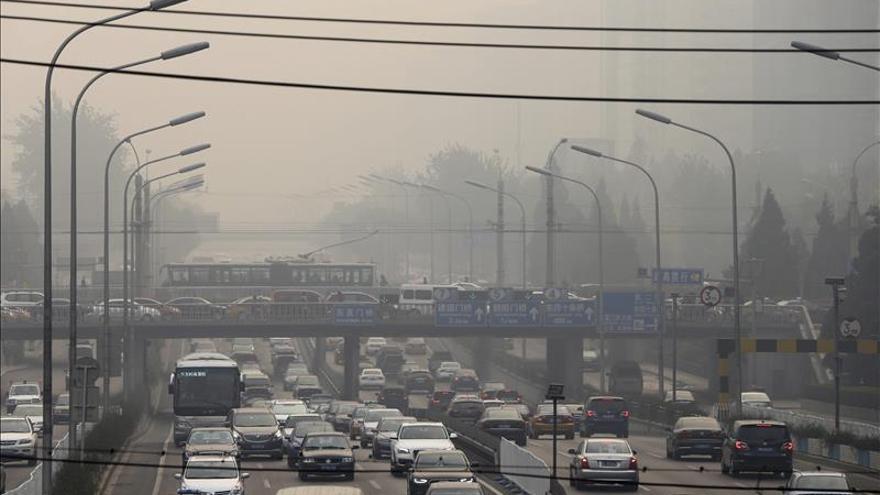 Casi 50 ciudades y dos provincias de China emiten alertas por contaminación