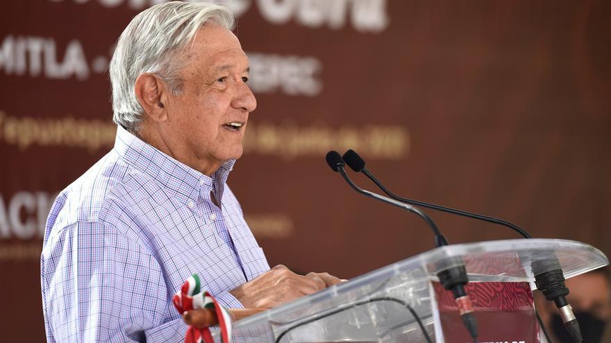 """López Obrador asegura que su forma de gobierno es """"ejemplo para el mundo"""""""