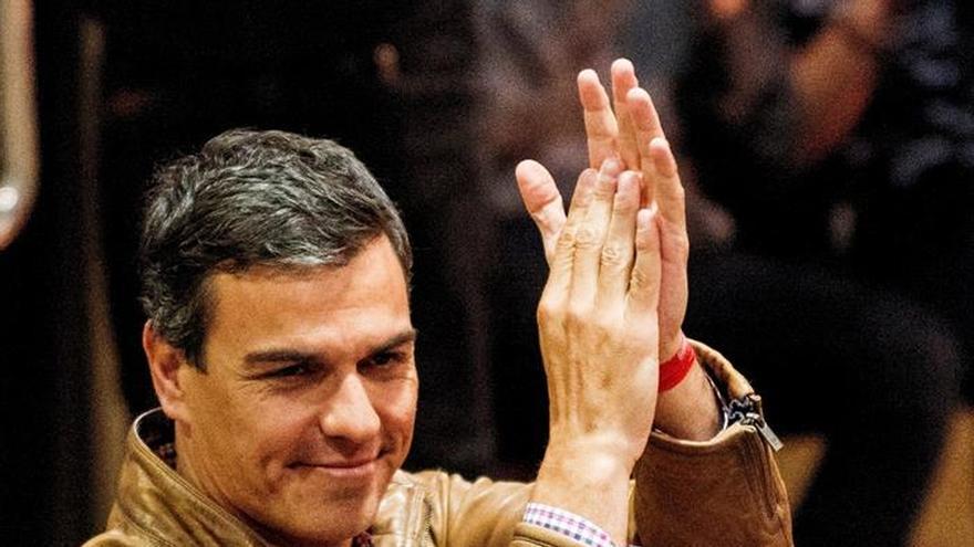 """Pedro Sánchez cree que la dimisión Aguirre """"debe señalar el camino de la salida de Rajoy"""""""