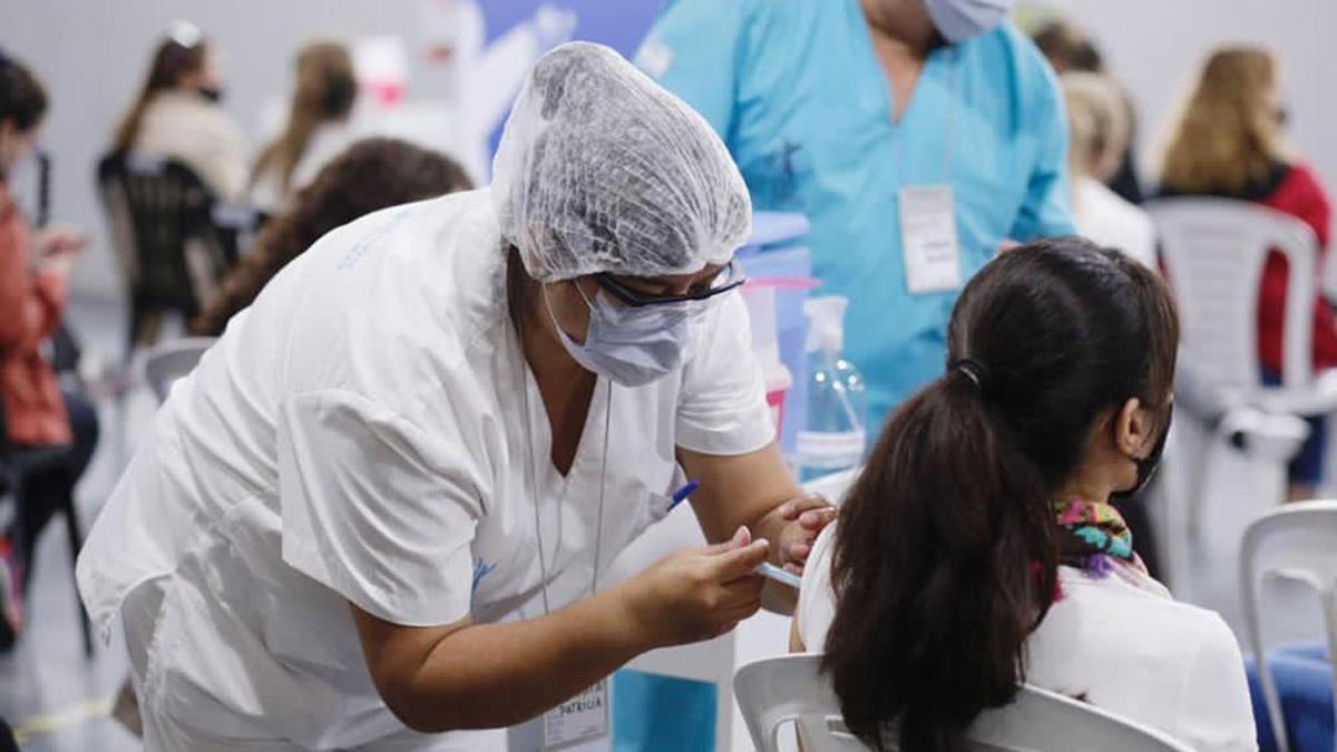 En la región, sólo Uruguay empezó a inocular a menores de 18. Chile lo hará desde el 21 de junio.