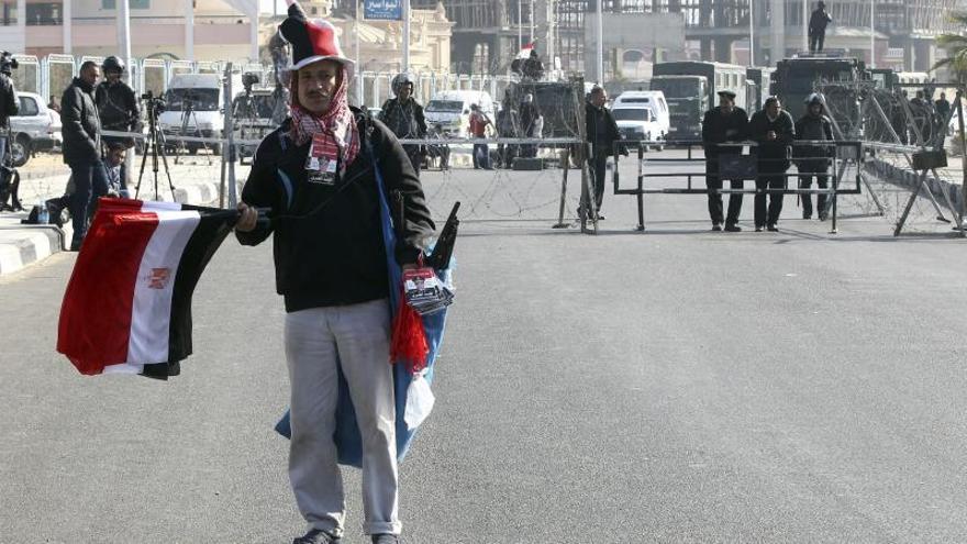 Mursi insiste en que es el presidente legítimo en inicio de su nuevo juicio