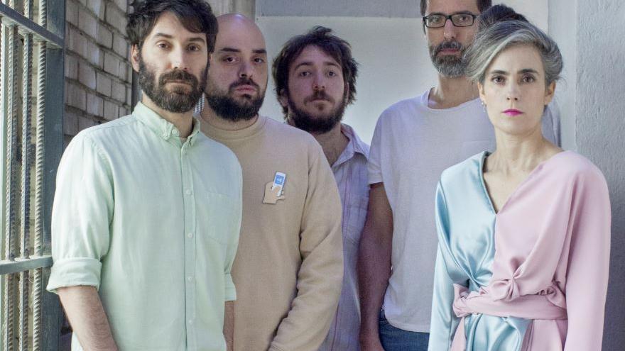 De izq. a dcha: Jorge García (guitarra), Anntona (guitarra), Luis Fernández (bajo), Chema González (batería) y Ariadna Paniagua (voz). Foto: Ricardo Roncero.