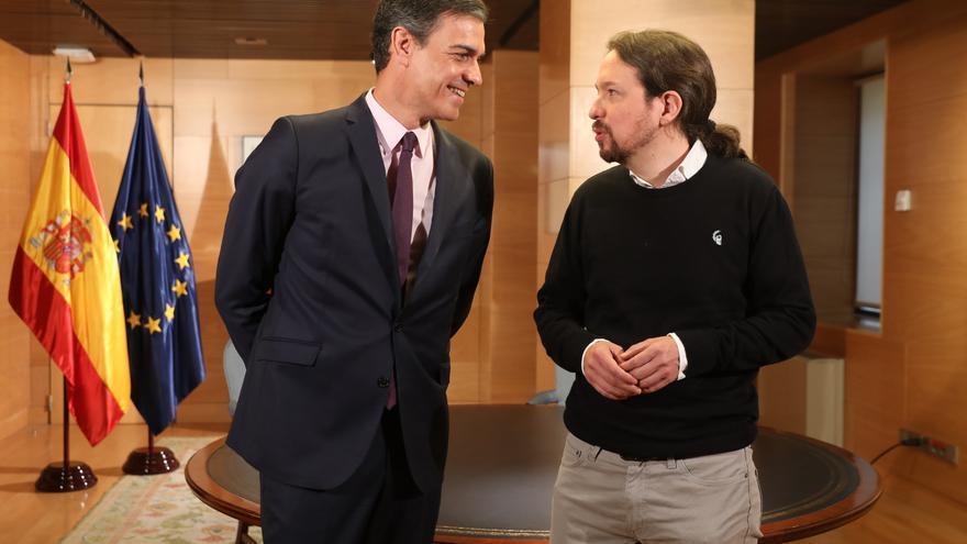 Pedro Sánchez y Pablo Iglesias antes de su reunión para abordar la investidura.