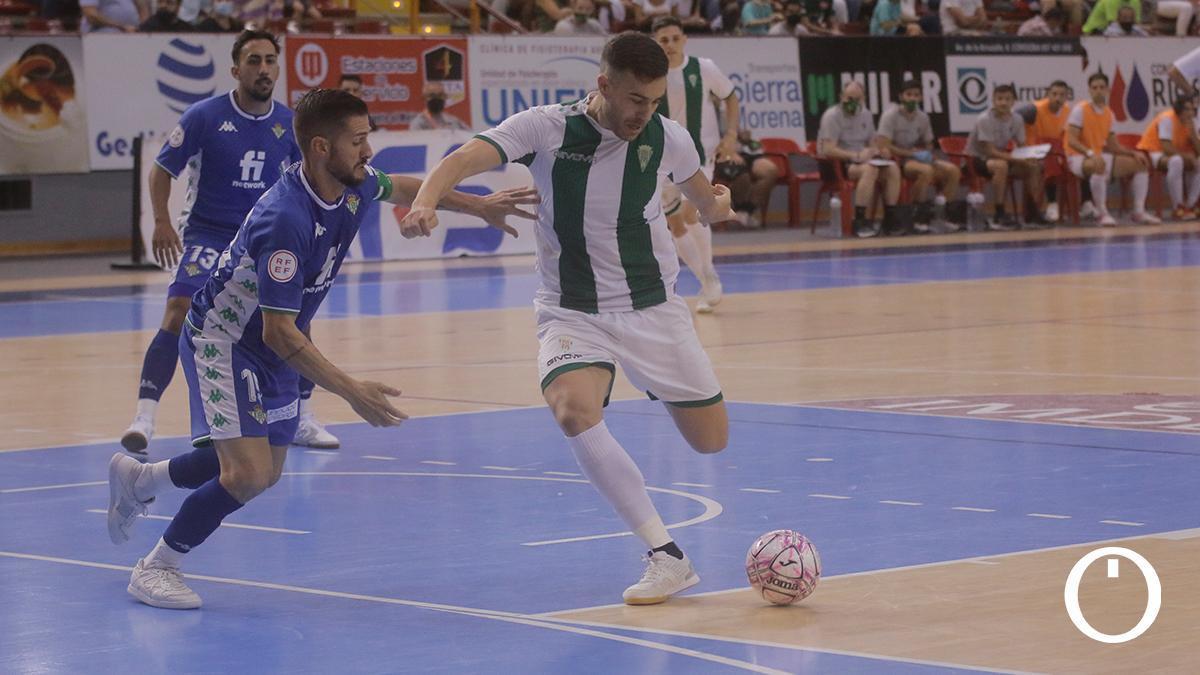 Alberto Saura en un lance del encuentro ante el Real Betis