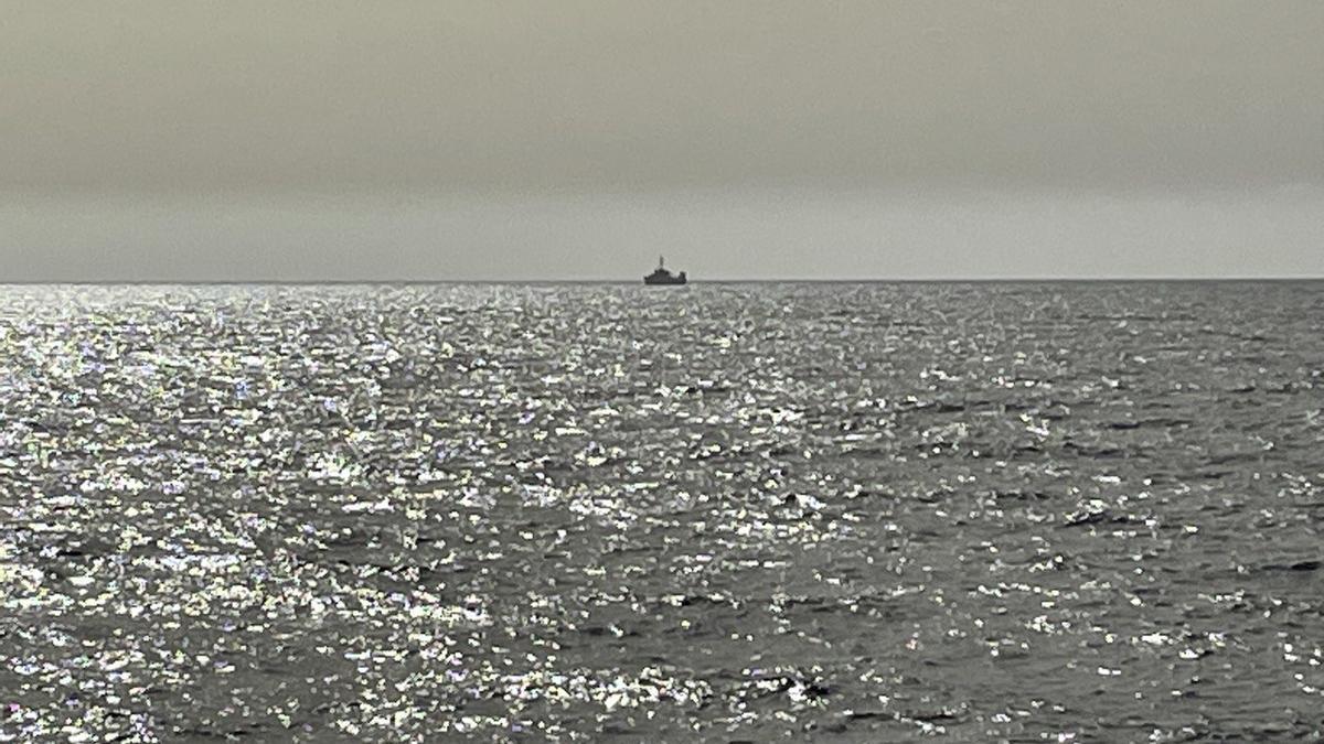 El oceanográfico Ángeles Alvariño en estos momentos en la costa de Santa Cruz de Tenerife