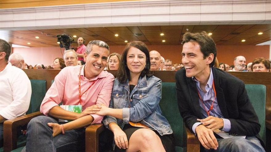 Pablo Zuloaga, Adriana Lastra y Pedro Casares, durante el Congreso del PSC-PSOE en el Paraninfo.