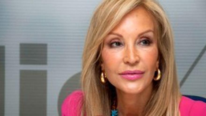 Carmen Lomana se salta la jornada de reflexión y pide el voto en Twitter