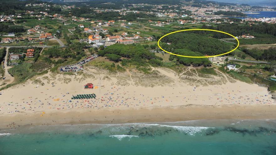 """Vista aérea del espacio junto a la playa de Montalvo, en Sanxenxo, adquirido con """"fondos procedentes del narcotráfico"""", según la Audiencia de Pontevedra"""