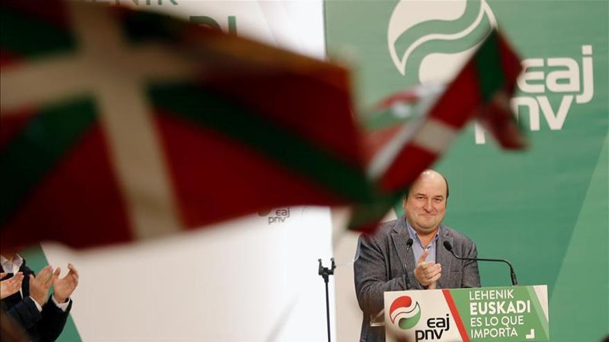 El PNV dice que va a Madrid a defender Euskadi y otros a hacer carrera política