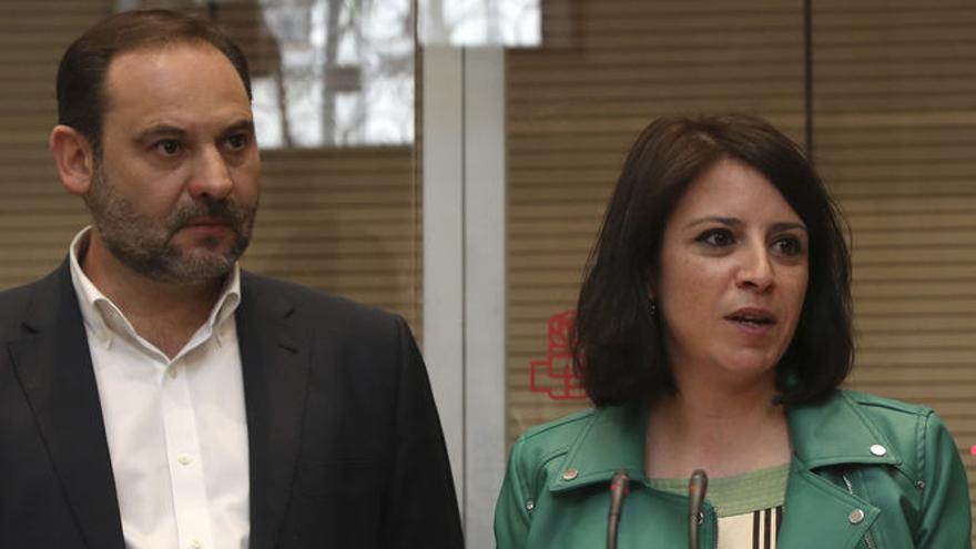 José Luis Ávalos y Adriana Lastra