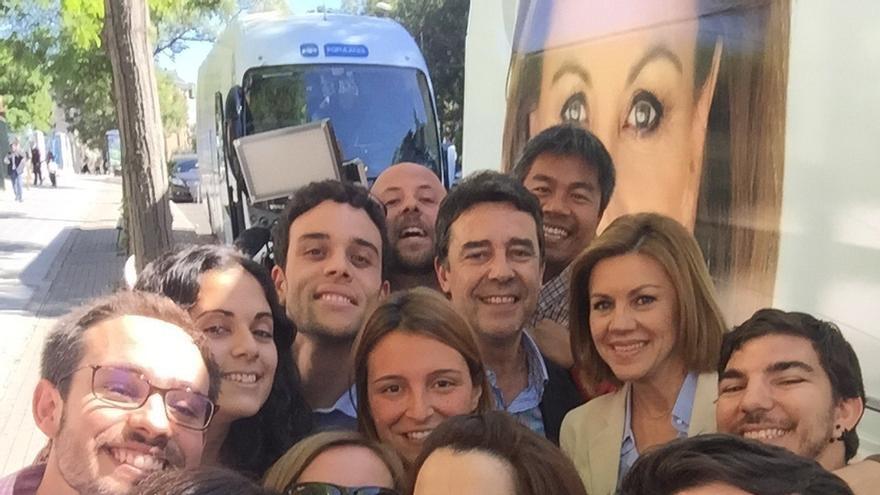 """Cospedal cierra campaña con 7.900 kilómetros, 91 actos y 25 entrevistas: """"Los nervios vendrán el domingo"""""""