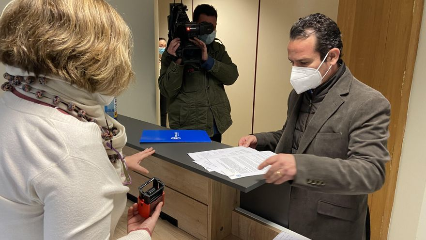 El secretario general del PP en Baleares, Toni Fuster, en el registro de la Oficina Anticorrupción.