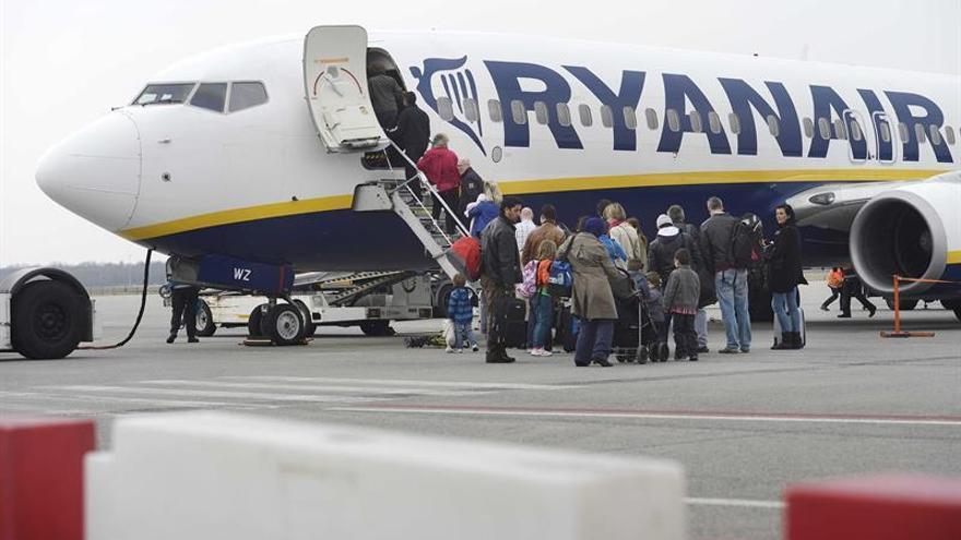 Ryanair aumentó un 4 % su beneficio en el primer trimestre fiscal