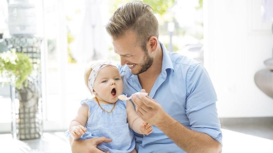 Un total de 8.366 padres de C-LM han disfrutado de los permisos de paternidad de cuatro semanas en 2017