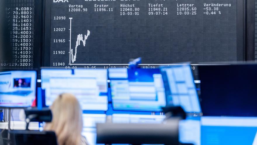 Las bolsas europeas muestran tendencia al alza tras un arranque plano