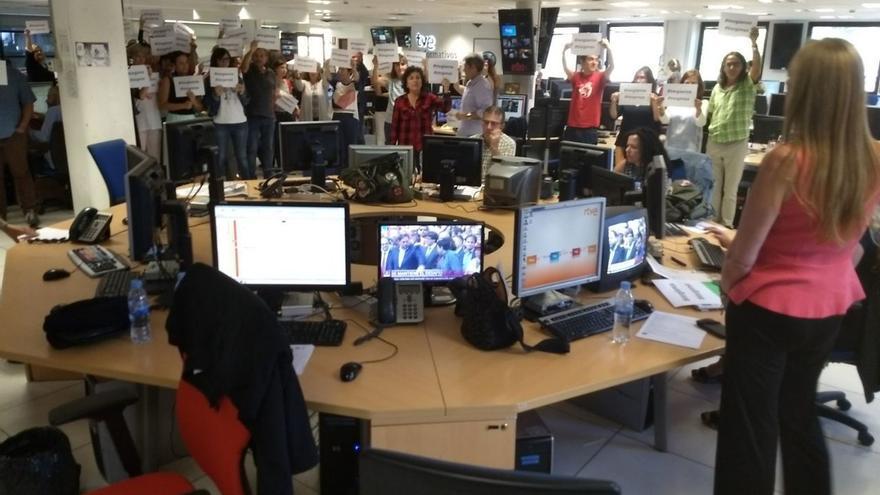 Protesta en TVE contra la cobertura del 1-O