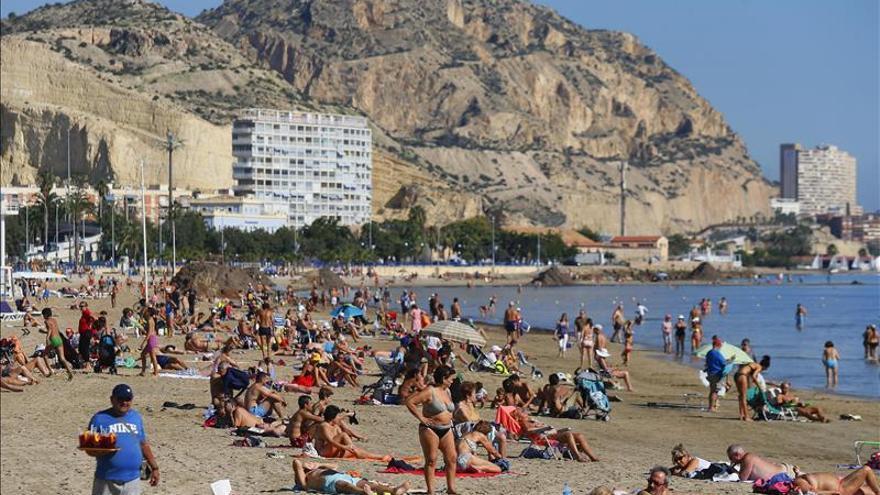 El superávit del turismo baja un 1,2 % hasta septiembre, con 28.444 millones