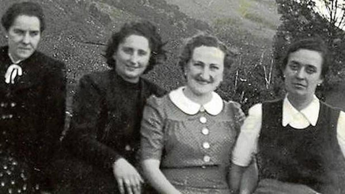 De izquierda a derecha, Tere Verdes, Delia Lauroba, Bittori Etxebarria e Itziar Mujika