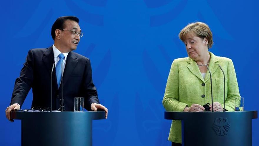 El primer ministro chino pide más inversión alemana en una conversación con Merkel