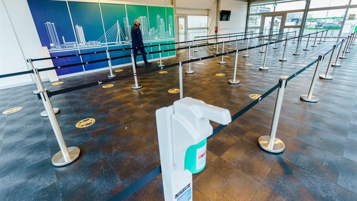 Países Bajos prohíbe vuelos con el Reino Unido por la nueva variante del virus