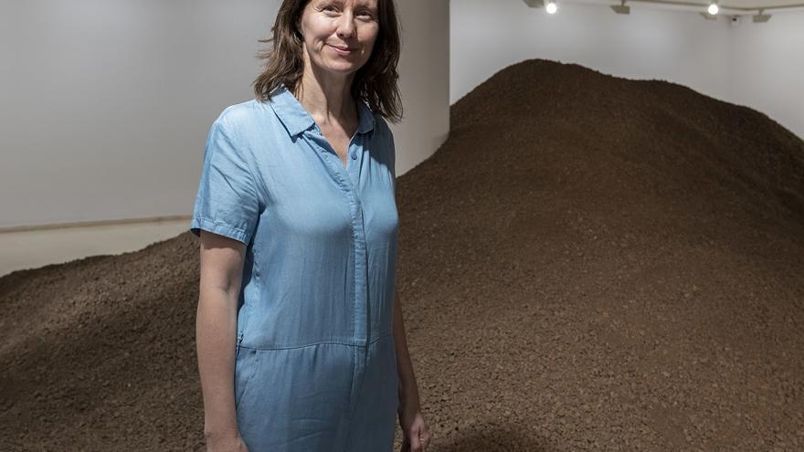 Lara Almarcegui en la sala expositiva del IVAM