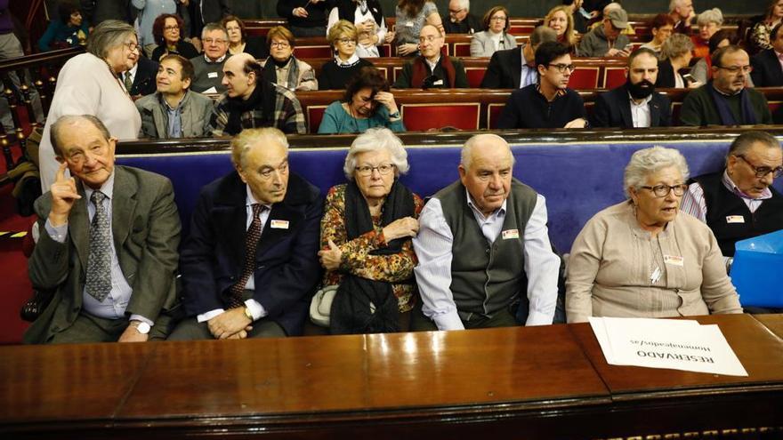Exiliados republicanos asistentes al evento organizado en el Senado