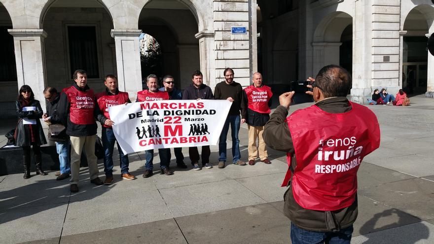 Un grupo de trabajadores de Greyco ha participado en la presentación de la Marcha de la Dignidad de Cantabria.
