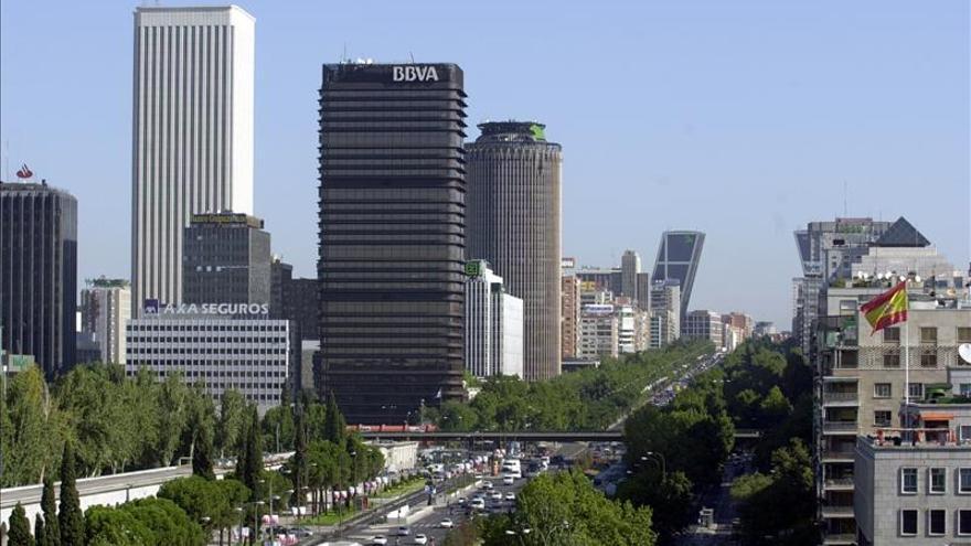 El edificio blanco al fondo es la Torre Picasso de Madrid donde está Google Spain.