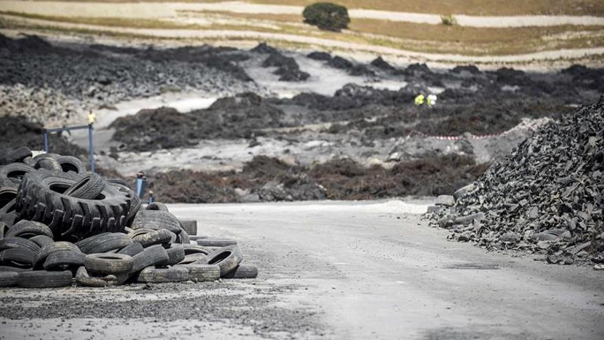 Residuos ya retirados del vertedero de neumáticos de Seseña
